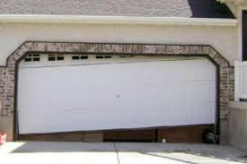 garage-door-has-fallen-off-the-tracks-New-Haven